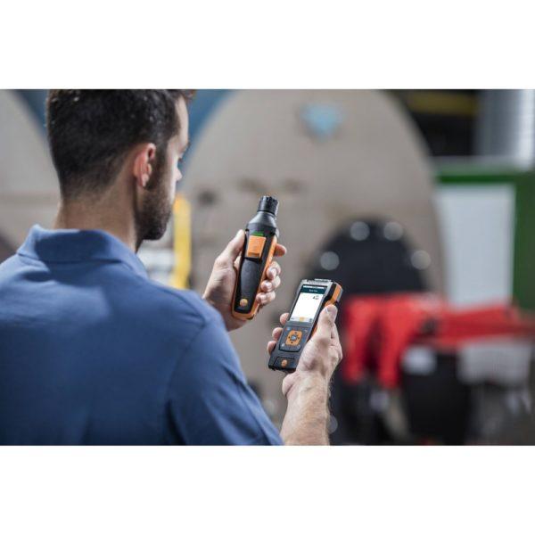 Digital CO-føler med Bluetooth i bruk med Testo 400