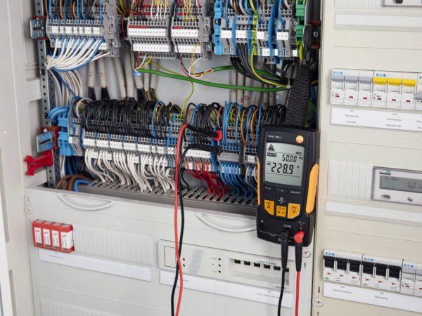 Digital multimeter - Testo 760-1 fest til sikkringsskap