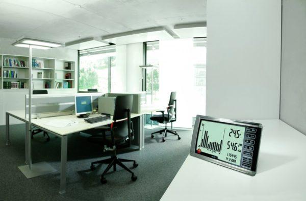Overvåking av IAQ:inneklima på kontor med hygrometer Testo 623