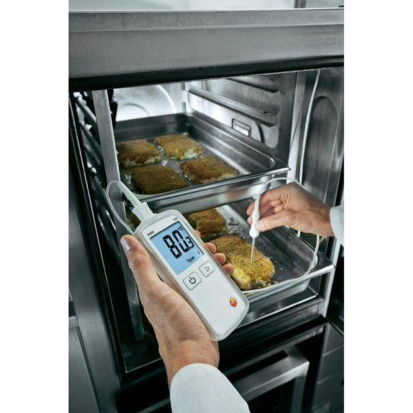Testo 108-2 kan brukes for å raskt måle temperaturen på matvarer